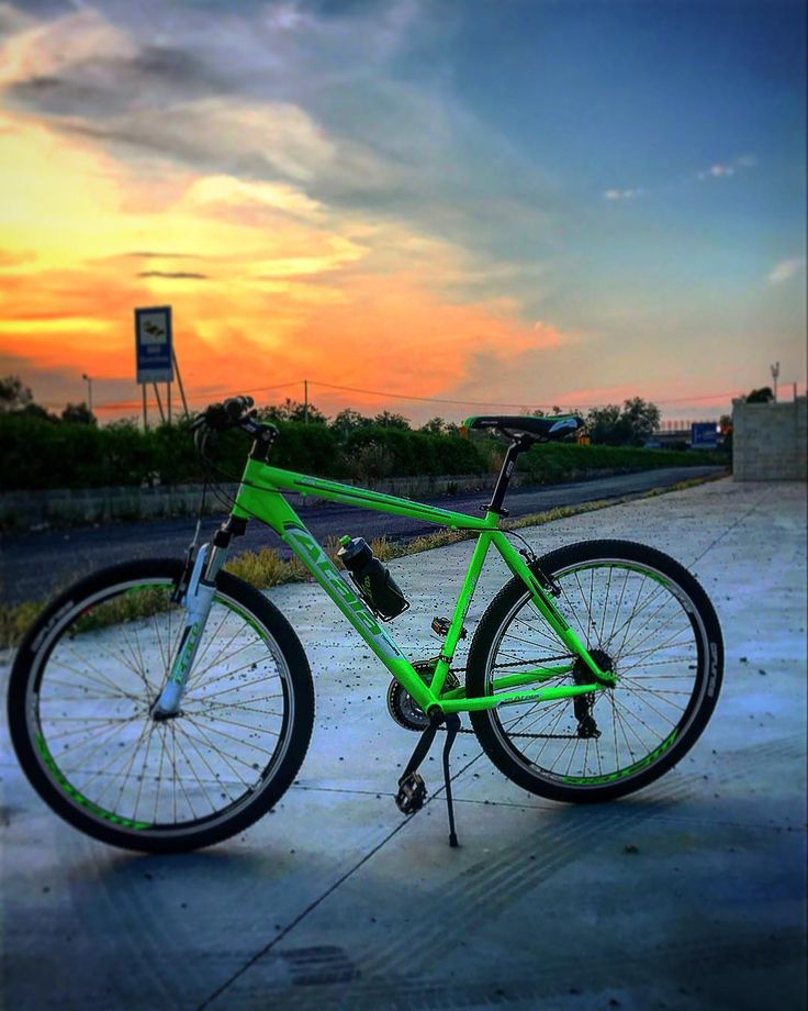 ��_La Vita è come andare in bicicletta, per mantenere l'equilibrio devi muoverti... ��  #newbike #sunset #beatiful #atala #starfighter #salento #colours #life #bikerace #neongreenwhite #photo #photography #photooftheday #top http://tipsrazzi.com/ipost/1521217331991655129/?code=BUccxqLh7LZ