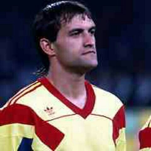 Cameroon 2 Romania 1 in 1990 in Bari. Gavril Balint got a goal back on 88 minutes but the Africans ran out winners in Group B #WorldCupFinals