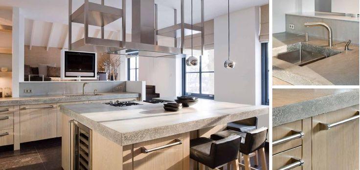 Landelijk Moderne massief 3-laags eiken keuken met betonnen aanrechtbladen. Terugvallende zwarte plinten waardoor het lijkt of de keuken op poten staat. Viking handgrepen geheel in stijl van de rest van de  apparaten in de keuken. Maatwerk afzuigkap en spoelbak - The Living Kitchen by Paul van de Kooi