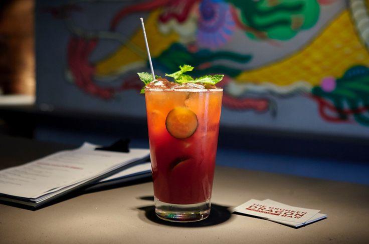 """Progressive, chinesisch inspirierte """"Bites"""" und Dumplings, dazu fabelhafte Drinks! Die Drunken Dragon Bar im Münchner Glockenbachviertel."""