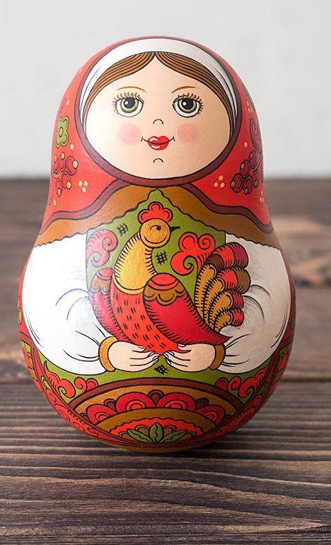 Muñeca poly de roly rusa hecha a mano. Juguete de madera ruso.