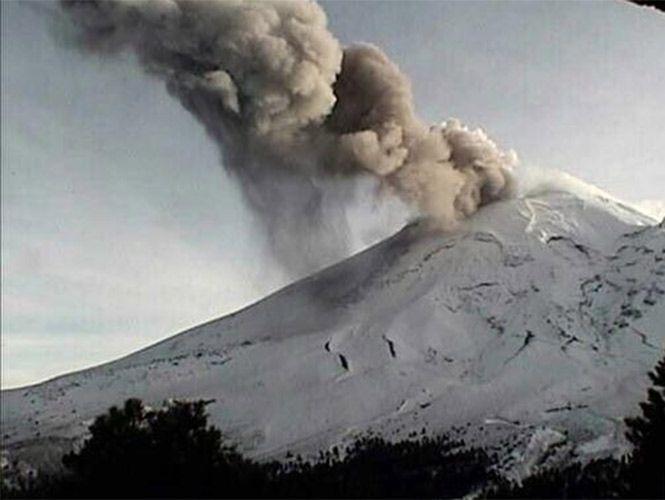 El <i>Popo</i> registra una explosión con una columna de 3 mil 500 metros Luis Felipe Puente informó que se registró una explosión a las 17:07 horas; se espera caída de ceniza en Puebla.  REDACCIÓN/ FOTO: @LUISFELIPE_PAUTOR  CIUDAD DE MÉXICO, 26 de diciembre.- ElVolcán Popocatépetlregistró una explosión a las 17:07 horas, con una columna de ceniza de 3 mil 500 metros desplazándose hacia el noreste.  Es probable que se detecte caída de ceniza en las poblaciones de ese sector, como Calpan…