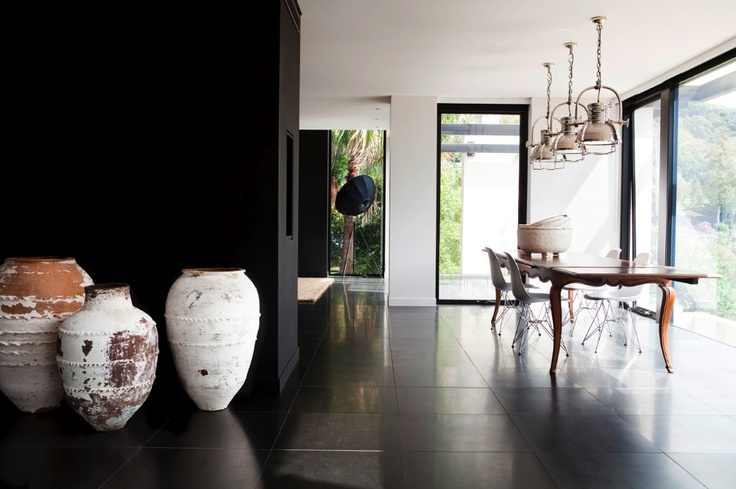 Black and White. Timeless space by Les Interieurs.