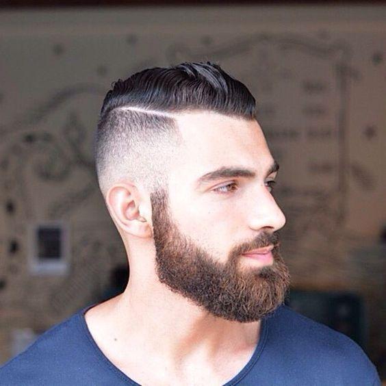 Cheveux courts sur le côté et mèches longues sur le dessus #cheveux #coiffure #barbe #hair #hairstyle