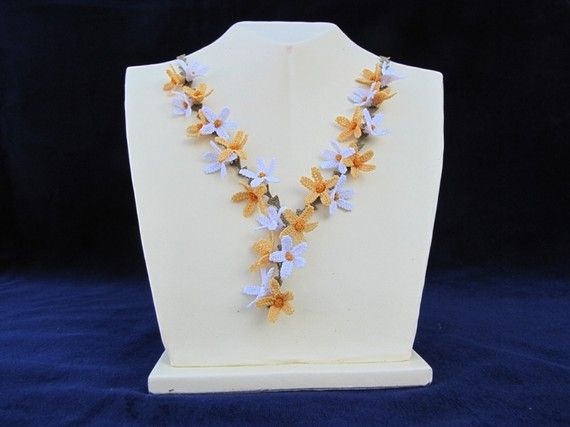 White And Orange Dasies Necklace
