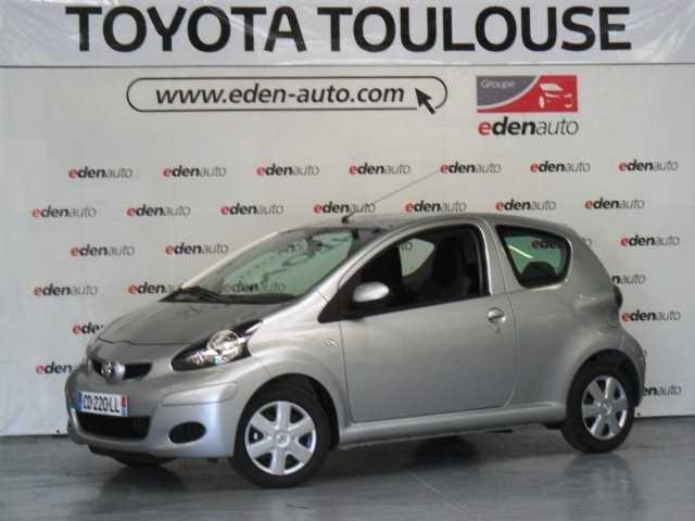 Toyota à Toulouse et Muret vous proposent des offres exceptionnelles sur des véhicules neufs et de direction : Toyota Aygo 1.0 VVT-i Connect occasion en vente à Muret à 8800€