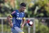 src=Xhttp://s2.glbimg.com/uWxddnBeawK4ObILo9KrUywaLLA=/160x108/smart/s.glbimg.com/es/ge/f/original/2017/01/20/treino_003269.jpg> Com Arrascaeta e Caicedo Cruzeiro faz treino fechado antes do clássico ]https://glo.bo/2nDuJGm