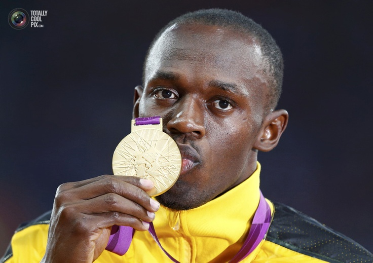 Day 10 - Jamaica's Usain Bolt kisses his gold medal during the men's 100m victory ceremony during the London 2012 Olympic Games. EDDIE KEOGH/REUTERS