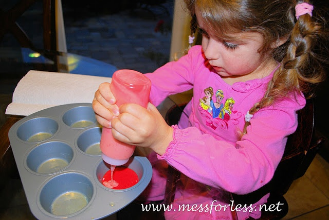 Mess For Less: Food Fun Friday - Valentine Swirl Cupcakes