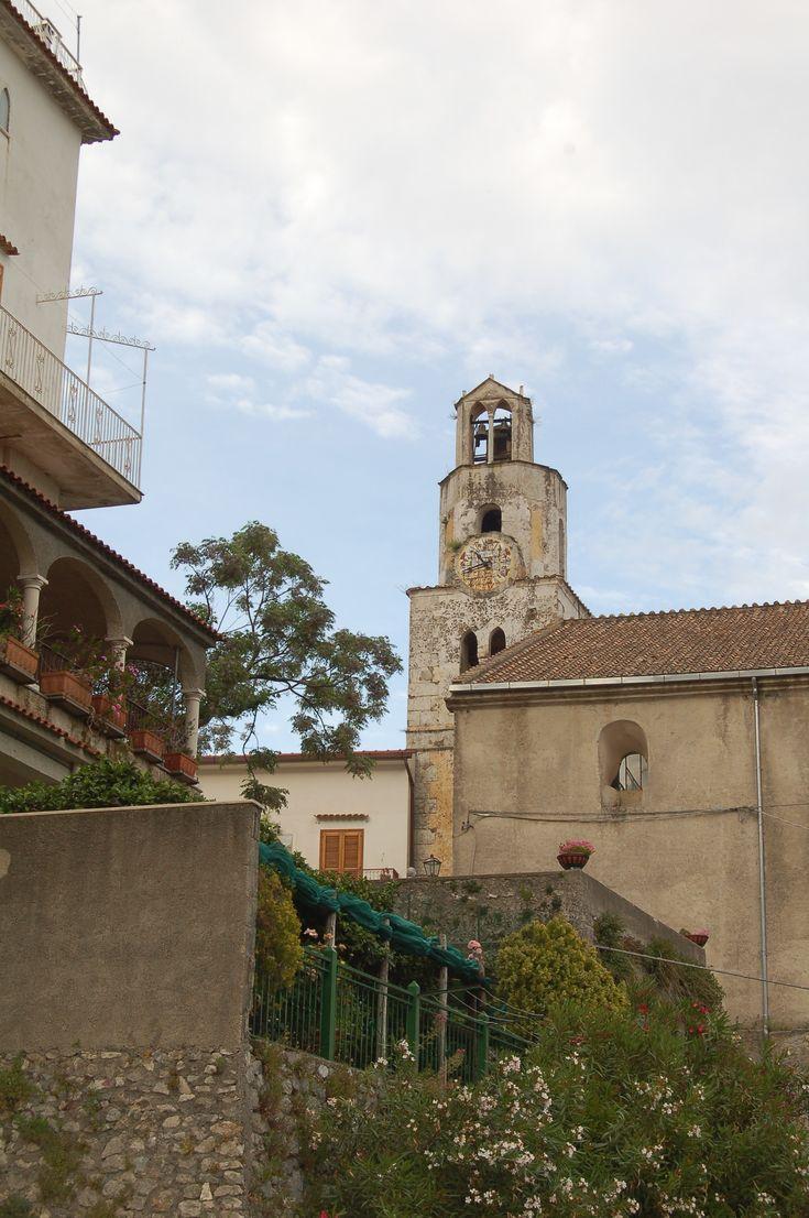 Il campanile della chiesa di S. Giovanni a Pontone amalfi's coast