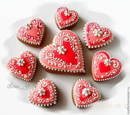 Купить или заказать Пряники-сердечки Бело-розовые в интернет-магазине на Ярмарке Мастеров. Прянички-сердечки в бело-розовых тонах с разнообразным оформлением и разных размеров. ....................................................................... Все прянички заботливо изготовлены мной вручную из натуральных продуктов без каких-либо искусственных консервантов. Тесто вкусное, в его состав входят сахар, маргарин сливочный, мёд 100% гречишный+липовый+майские цветы, яйцо куриное, мука,…
