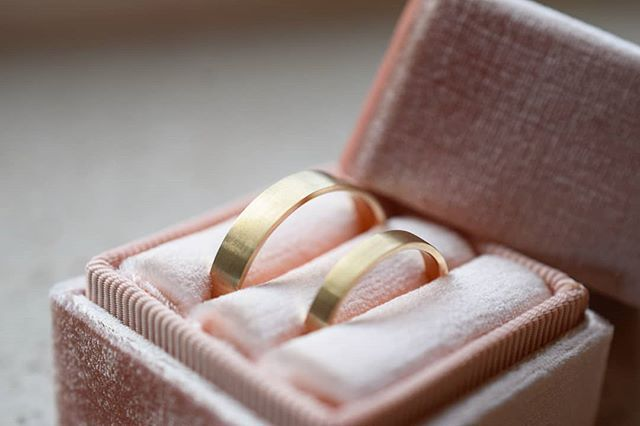 Happy 2018! 🎆 We ended a busy 2017 with a very happy occasion, my little big sister's wedding @hel_kane. I'll add some more images of the past few days to my stories too (might take a wee while though, still recovering here😴). These are their super simple 9ct gold wedding bands. Thank you all for following and supporting us this year in all the big and little ways you do. We're just pottering along doing what we love to do and it amazes and thrills us that so many of you have come along…
