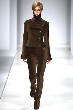 Max Mara Fall 2002 Ready-to-Wear Undefined Photos - Vogue
