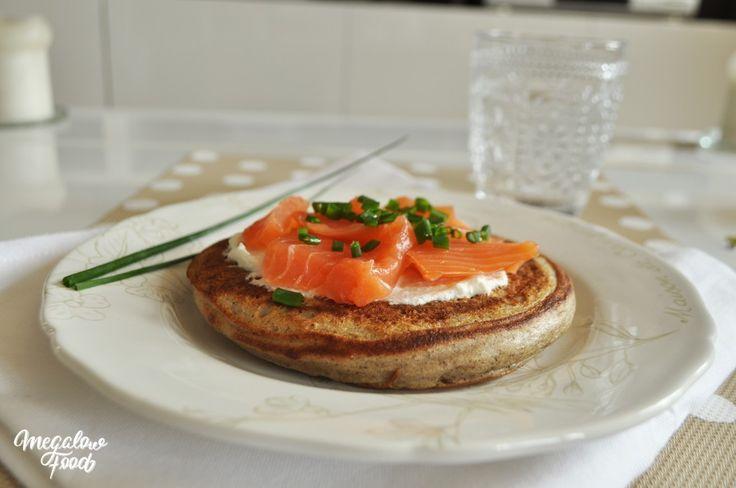 Blini de sarrasin IG bas, très simple : farine de sarrasin, fromage blanc 0%, oeufs. La recette ici : http://megalowfood.com/9-alternatives-sans-ble-et-ig-bas-pour-remplacer-sainement-le-pain/