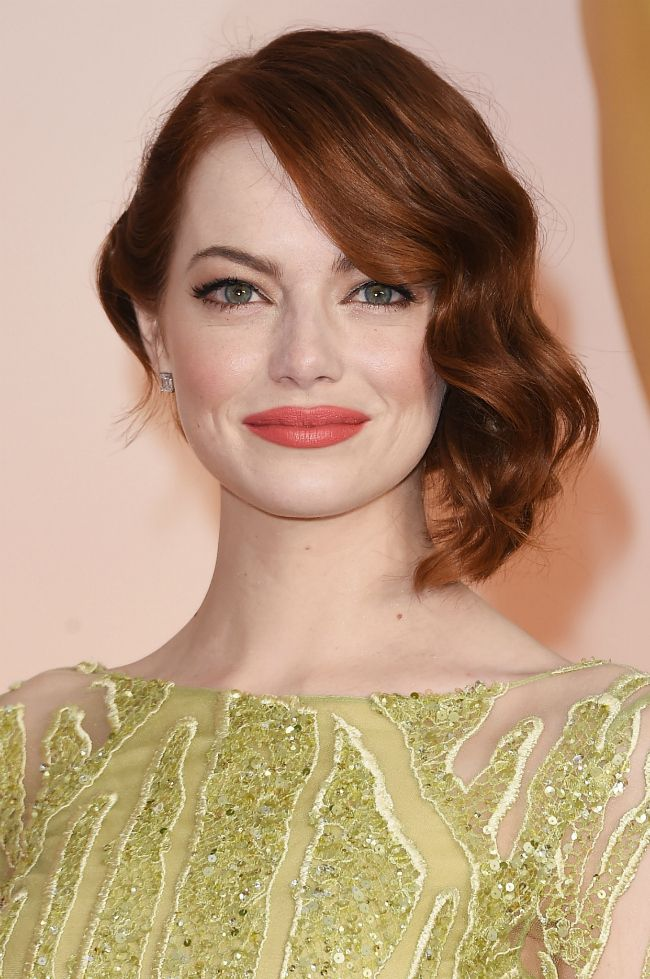 Emma-Stone Oscars 2015 Makeup - she's gorgeous..I love her coloring, gorgeous hair color and those warm hues pop on her.