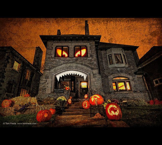 spooky house halloween house decorationshalloween - Halloween Decorated House