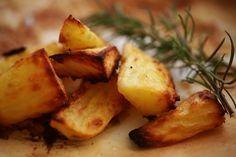 Der Versuch, knusprige Ofenkartoffeln zu backen, scheitert viel zu oft. Mit diesem genialen Trick werden die Kartoffeln jedoch immer ultra-knusprig.