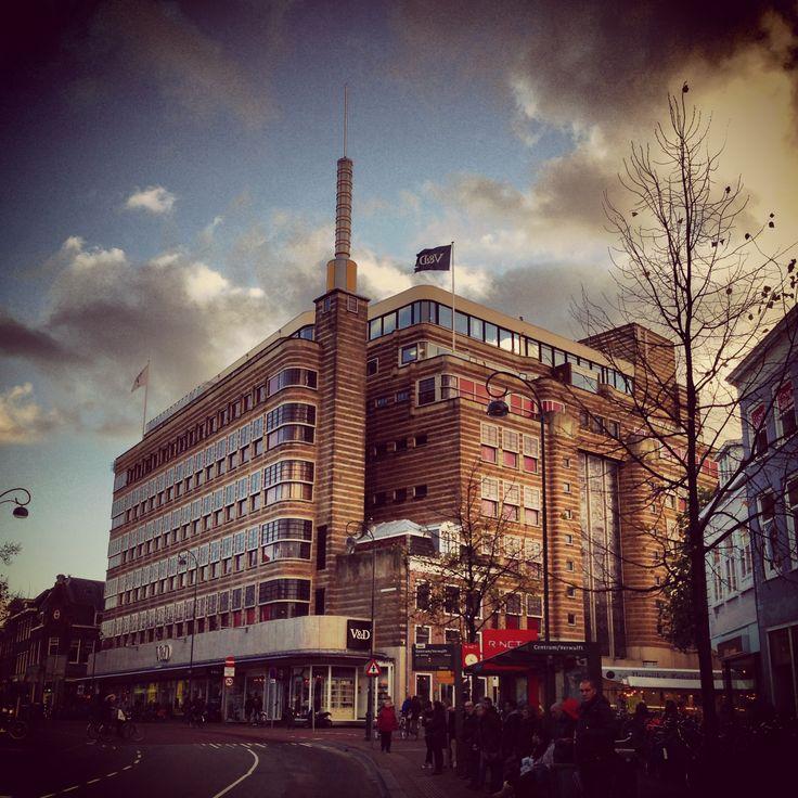Haarlem, V&D sinds 1896 en van der Pigge Drogisterij