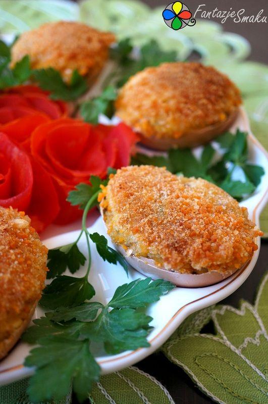 Jajka z farszem pieczarkowym z cebulką, suszonymi pomidorami i żurawiną http://fantazjesmaku.weebly.com/blog-kulinarny/jajka-z-farszem-pieczarkowym-z-cebulka-suszonymi-pomidorami-i-zurawina