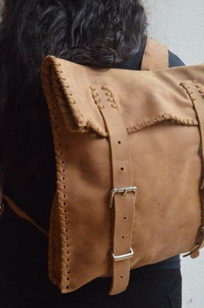 Morral con bolsillo interno. Hecho a mano en cuero. #cafe #brown #morral #bolso #hechoamano #artesnia #fashion