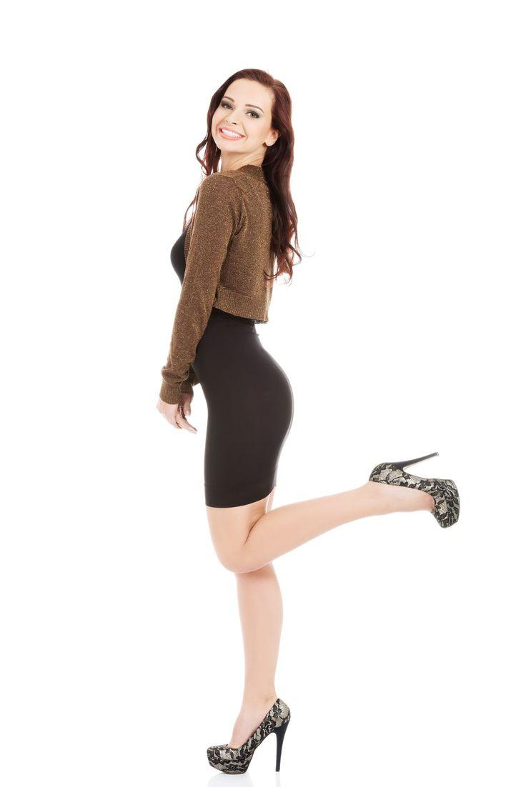 😊 Bolerko jet to rodzaj żakietu. Krótka kurtka lub sweter, nadający szyk każdej kobiecie. Czym się charakteryzuje i jak ją dopasować?