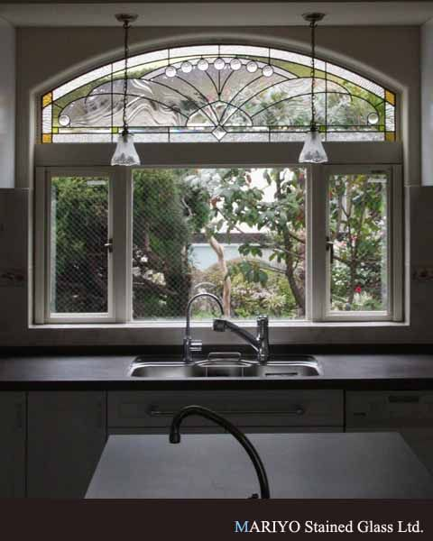 ステンドグラス アールデコスタイルのキッチン : ステンドグラス 作品 マリヨステンド作品集 | 東京都