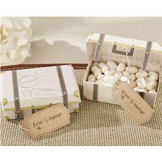 Boîtes à Dragées en forme de valise vintage pour un mariage ou un baptême sur le thème des voyages - http://www.instemporel.com/s/12667_212965_-12-boites-dragees-valisette-de-voyage