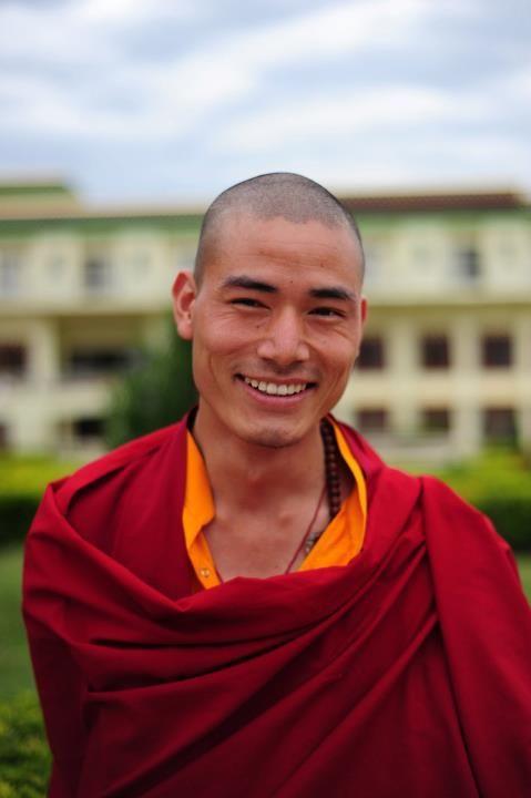 moine tibétain mignon, la beauté se rencontre partout !!!