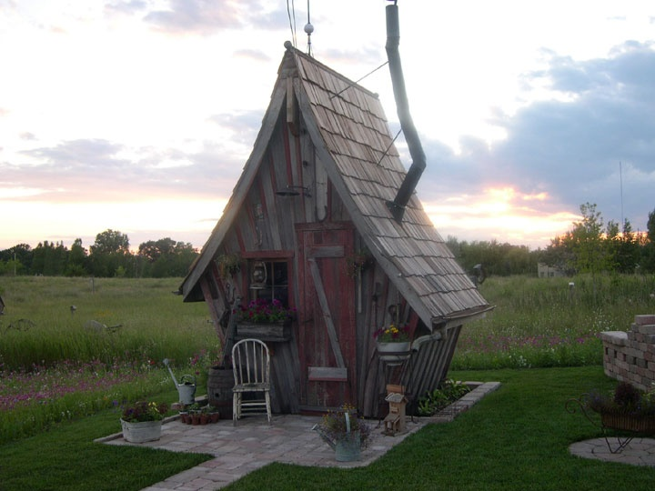 little cabin: Cutest Playhouse, Guest Cottage, Guesthouse Cottage, Cutest Shed Guesthouse, Favorite Places, Tree Houses, Playhouse Bunkhouse, Backyard, Guest Houses