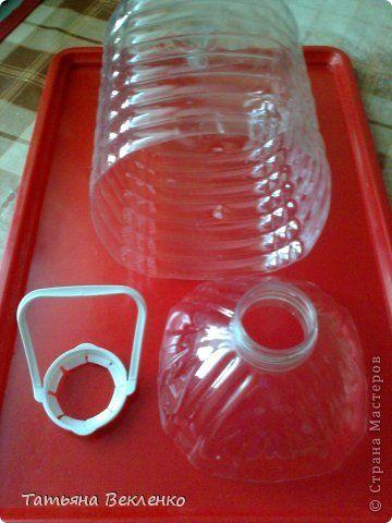 Это удобные и красивые упаковки для рукодельных мелочей. МК http://stranamasterov.ru/node/147001?c=favorite. Делаются легко и быстро. Роли корзинок выполняют 5-и литровые канистры, 1,5 и 2-х литровые бутылки. фото 3