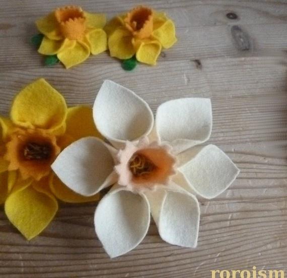felt daffodil pin