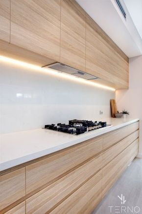 Кухня Cleaf в светлом дереве, без ручек/ Kitchen Cleaf with light wood doors, no handles