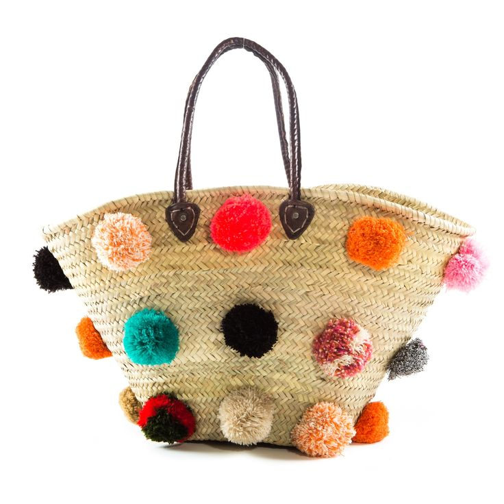 Classic beach basket with large multicoloured pompoms
