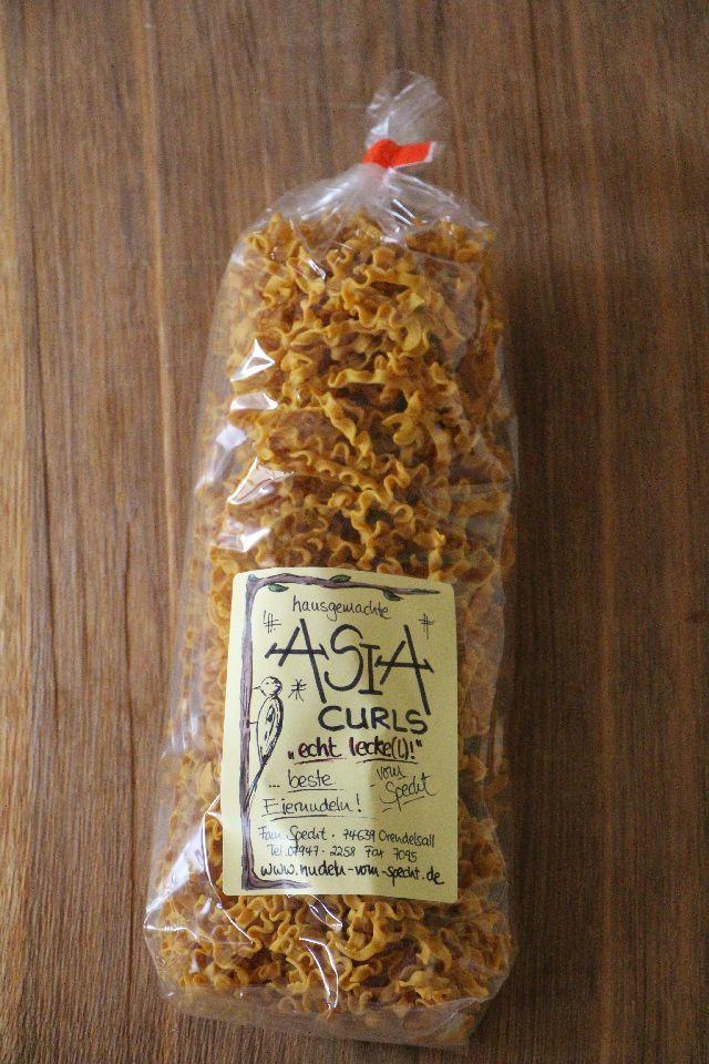 Einfach lecker, unsere Asia Curls aus Hartweizengrieß, mit Curry, Ingwer und Curcuma!Wir verwenden für unsere hausgemachten Asia-Curls 100 % Hartweizengrieß