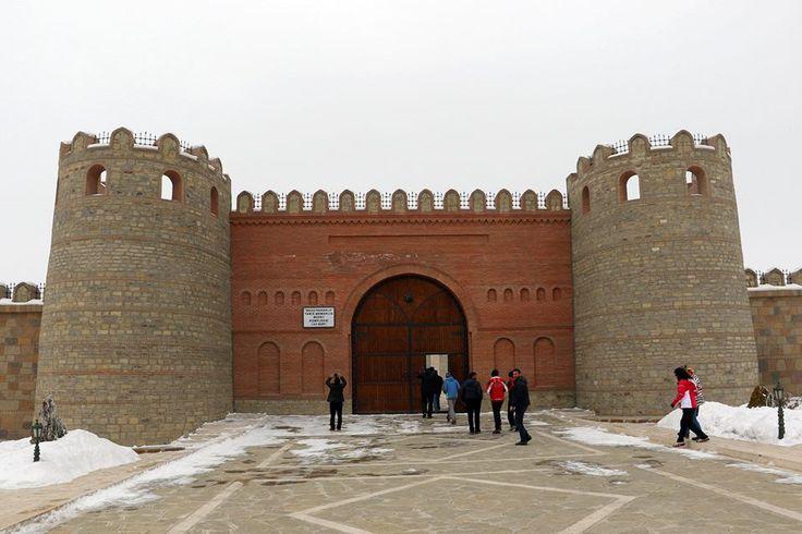 Turistlerin uğrak yeri- Nahçıvan Kalesi