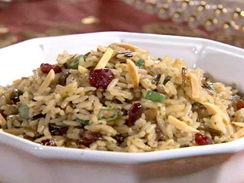 Sofisticada e simples, a receita de Arroz Pilaf é a pedida para arrasar no almoço de família