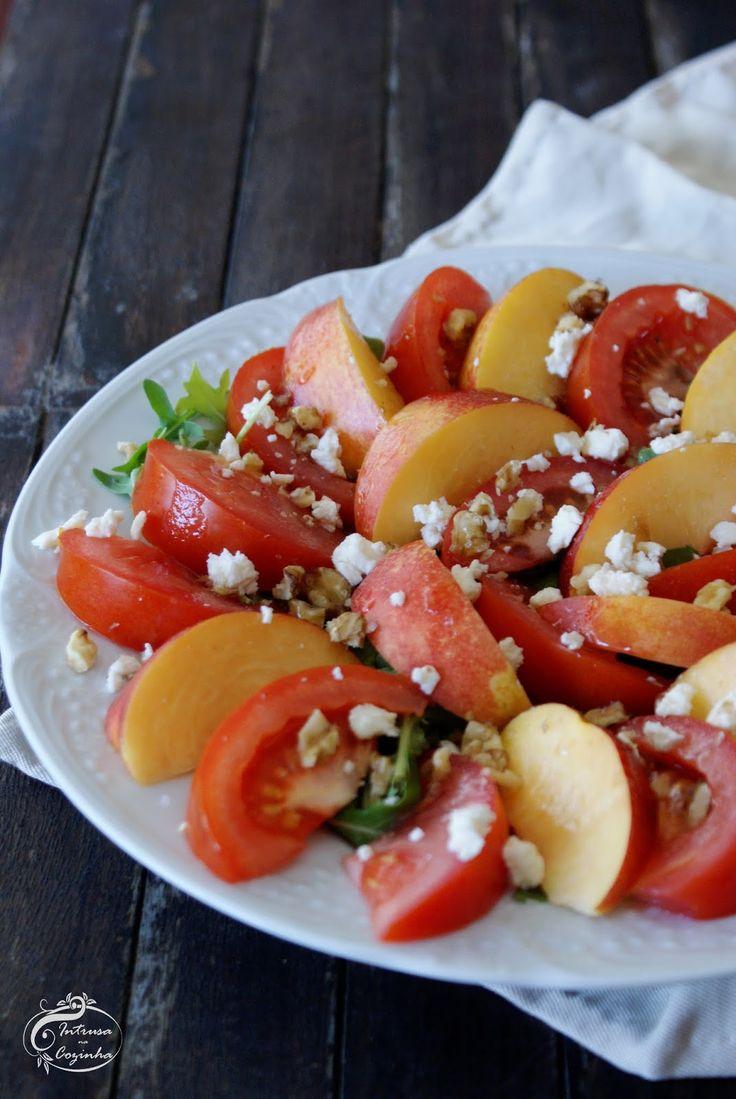 Ao sabor doce do tomate juntamos o leve toque apimentado da rúcula acabando no…