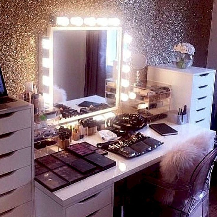 CLICK TO DOWNLOAD Your Elegant Makeup Beauty Room Checklist & Idea Guide to see the amazing #beautyroom décor and #makeup organization used and inspired by top Beauty #Bloggers.  This is also a great resource for #beauty bloggers, the certified or self-taught #mua and for those who love ALL THINGS BEAUTY.