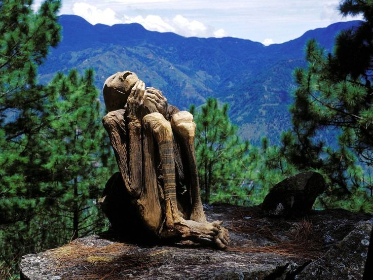 Уникальные огненные мумии Кабаяна http://feedproxy.google.com/~r/KleinburdNewsRu/~3/85UEi_e3T2Q/  Мумификация — относительно хорошо изученный древний обряд сохранения тел умерших — в основном ассоциируется у нас с забальзамированными египетскими мумиями. Однако на удивление хорошо сохранившиеся останки, обнаруженные на Филиппинах, пролили свет на существование и другого вида мумий — огненных. Уникальность огненных мумий Кабаяна в том, что, в отличие от большинства древностей, они до сих пор…