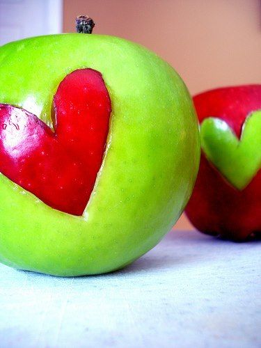 manzanas corazon opuesto
