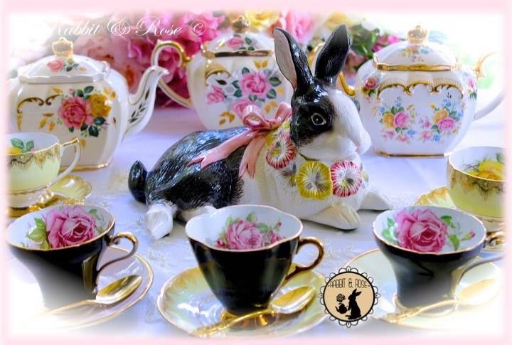 Uno de los comestibles tipo con tu té sería tan maravilloso!! Disfruta de tu té y ' bun ' esta semana santa