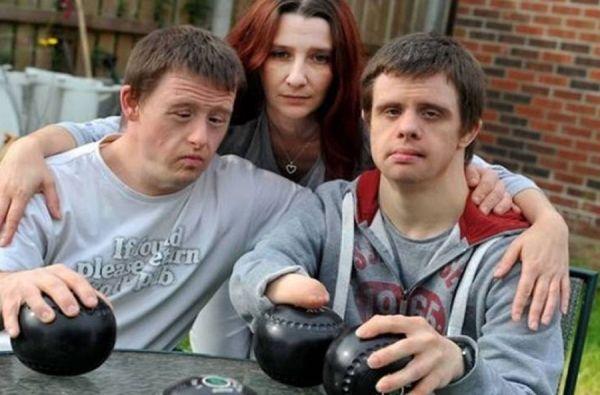 Έδιωξαν δύο αδέλφια με σύνδρομο down από λέσχη μπόουλινγκ! http://down-syndrome.gr/news/item/69-edioksan-dyo-adelfia-me-syndromo-down-apo-lesxi-booulingk