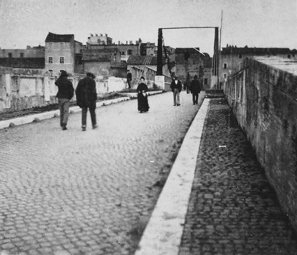 Ponte Emilio, detto Ponte Rotto (1884) C'è ancora la passerella di ferro che collegava la sponda sinistra del Tevere