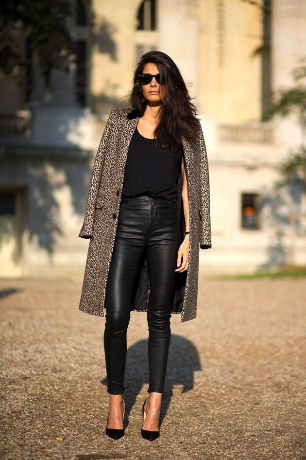 Paris Street Style: Barbara Martelo with a leopard coat, high-waisted leather pants & pumps #style #fashion