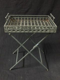 METAL FOLDING TABLE FOR THE PATIO.