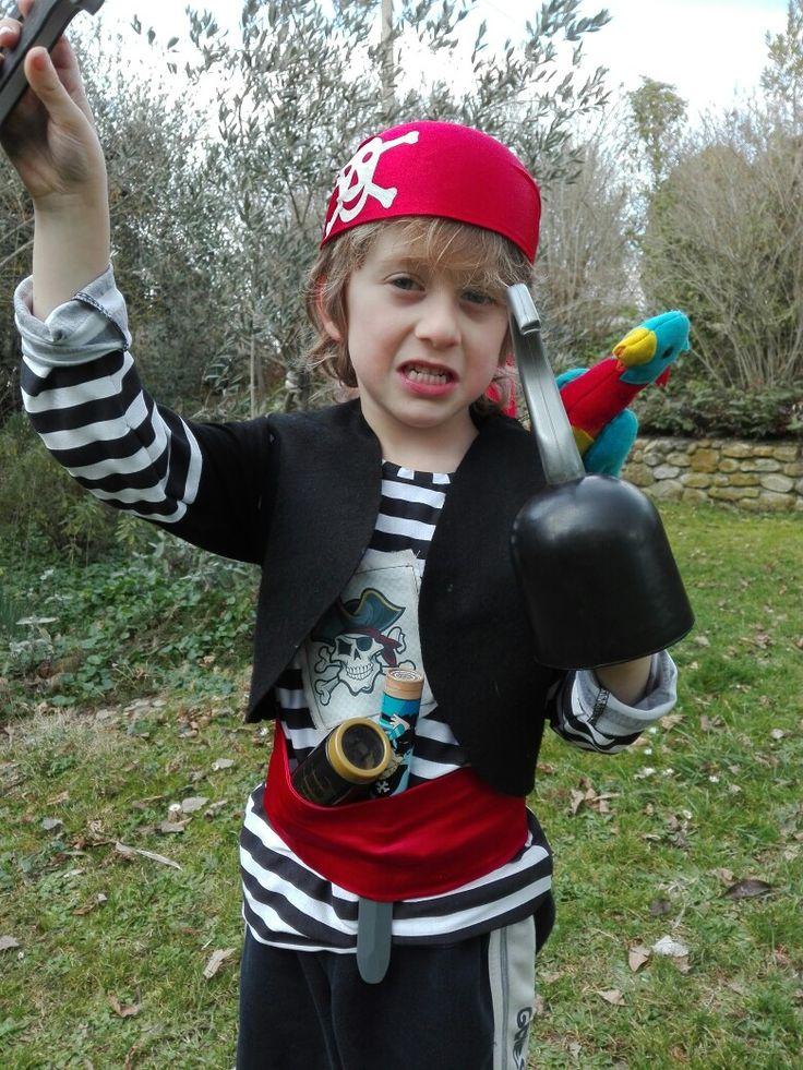 #Costume pirata#fai da te# carnevale#halloween# pappagallo su spalla