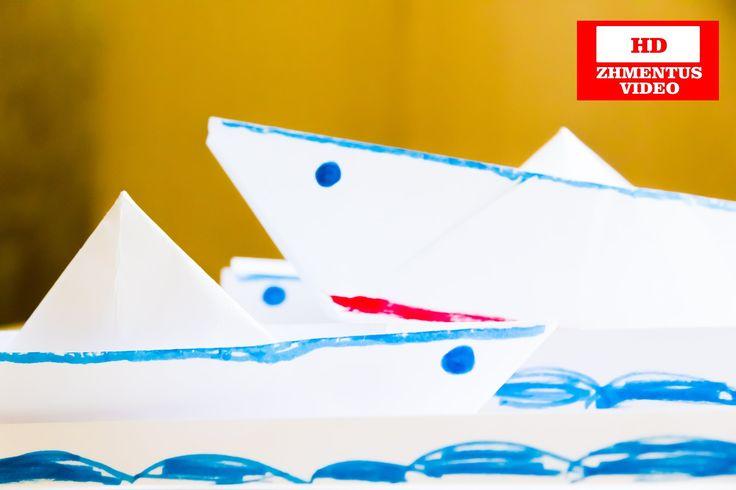 Как сделать кораблик из бумаги. Оригами поделки. How to make a boat out of paper. Origami crafts.