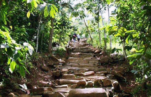 perjalanan ke Situs prasejarah peninggalan kebudayaan Megalitikum di Jawa Barat di Gunung Padang Cianjur