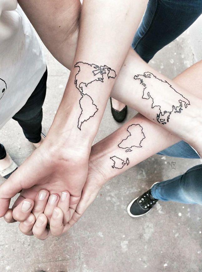 Най-добрите приятели са за цял живот, такива са итатуировките. И ако сте сигурни вприятелствотоси, може да го увековечите с обща татуировка. Ето над100 татуировкиза приятели, от които може да си откраднетеидея.
