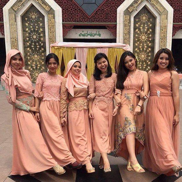 Inspired by @belletogelato Berbagi inspirasi dan model model kebaya kamu tag @kebayacantikindonesia #kebaya #kebayabridesmaid #bridesmaid #dress #dresskebaya #kebayagaun #kebayamodern #inspirasikebaya #lovekebaya #kebayaindonesia #batik #inspirasiwanita #wedding #kebayapesta #kebayapengantin #batik #batikkebaya #kebayadress #batikdress #kainbatik #gaunpesta #prewedding #kebayaresepsi #engagement #kebayawisuda #wisuda #kebayajawa #kutubaru #batakwedding by kebayacantikindonesia